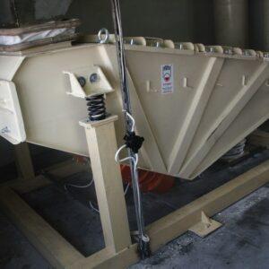 przesiewacz-wibracyjny-liniowy-bezwladnosciowy-typ-2pwb-08