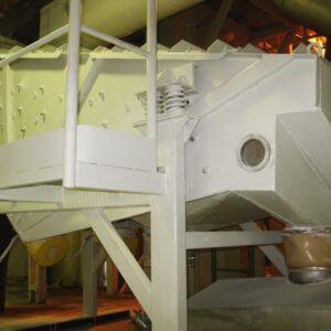 przesiewacz-wibracyjny-liniowy-bezwladnosciowy-typ-2pwb-10