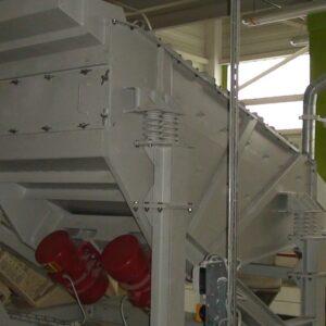 przesiewacz-wibracyjny-liniowy-bezwladnosciowy-typ-2pwb-37